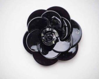 Beautiful 5 5cmx2cm, between two, black resin flower