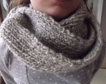 Heather grey chunky scarf closed.