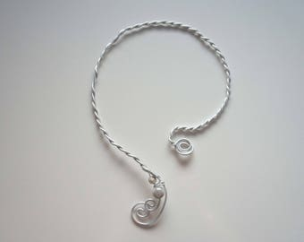 Wire twisted - skinny necklace