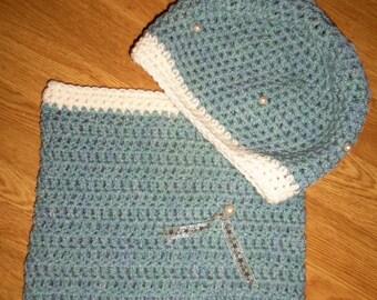 Green /ecru color Snood and hat set