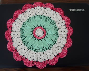 DOILY FLORAL IN THREE COLORS