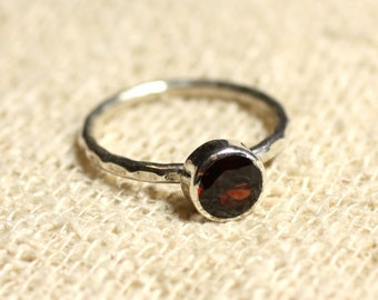 N225 - 925 sterling silver and semi precious - Garnet faceted 6 mm stone ring