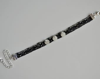 Bracelet lace, grains of barley and background Tea towel, black and silver