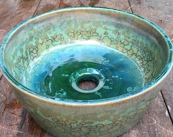 Lavamanos de cerámica, fregadero, baño, pileta, pila. Hecho a mano.