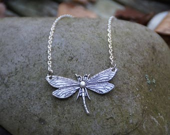 (Chain) necklace with a Dragonfly