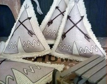 SMALL DOOR TEEPEE FLOOR CUSHION