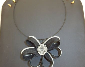 "Necklace ""zip"" zipper flower"