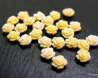 20 beige 8 mm flower cabochons