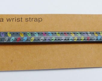 Gray way webbing strap with multicolored leaves