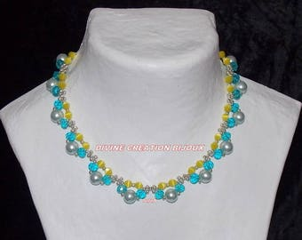 Set made with three different colors glass beads.