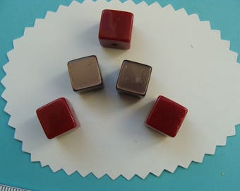Lot 5 cubes in brick red resin beads and Brown 12mm side