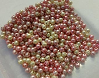 set of 11 g of small off-white and pink plastic beads 4mm in diameter