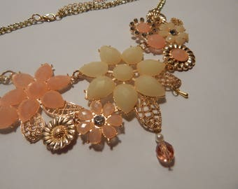 Gold and pink floral fashion necklace