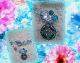 NECKLACE in TURQUOISE/bright Silver Aluminum wire *.