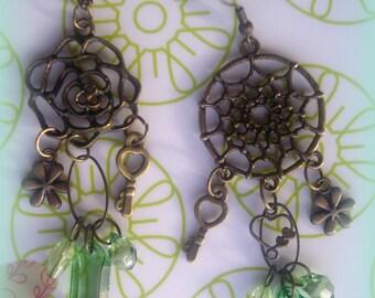 Asymmetrical earrings *.
