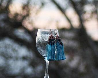 Eleganti pendenti con frange azzurre