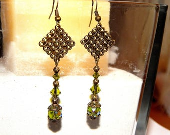 Earrings etniques antique bronze and swarovski pearls, green and metal
