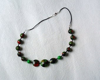 Lens-shaped and round beads necklace