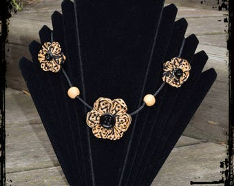 """Panther"" kanzashi Flower necklace"