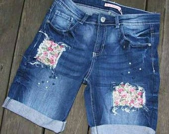 Jeans shorts decorated with beads and patches for ladies or young fashion
