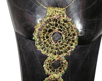 Collier crocheté fils métalliques vert bronze