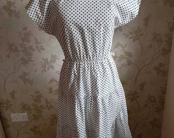 Lovely late 1960s summer spotty dress with cut out back detail