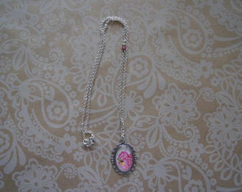Flower necklace and pink-yellow bee