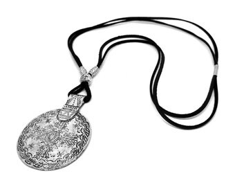 Black leather necklace!Cord leather circle pendant necklace!Boho jewelry!Nice gift for girls and women!