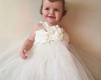 Age 1-2 Girls flowergirl cream ivory tutu dress with flower roses& ribbon. Girls Birthday Outfit, Cakesmash.Extra fluffy. Fairy costume. Uni