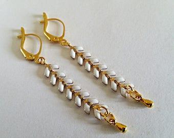 Earrings ears enamelled white and gold on Golden sleeper
