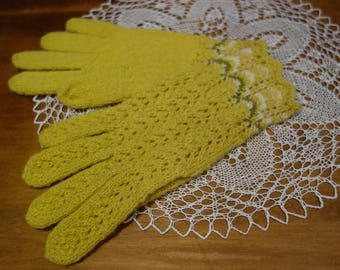 Free shipping! Hand knitted woolen gloves. Naturally dyed woolen gloves with lace pattern. Beautiful gift.