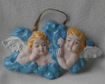 Couple of angels in plaster, handmade and hand-painted, to hang on the wall