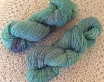 Hand dyed 100% wool yarn handgeverfd yarn