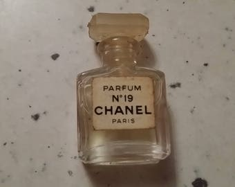 Miniature perfume CHANEL N 19 full without box