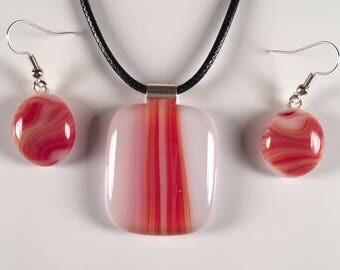 Earthtone Red Pendant & Earrings Set