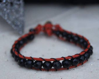 Handmade bracelet made of Chech crystals and leather