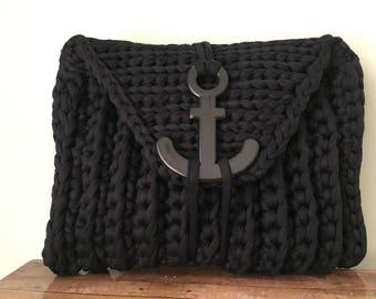 Black crochet t-shirt yarn clutch