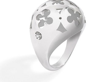 Pattern clover ring