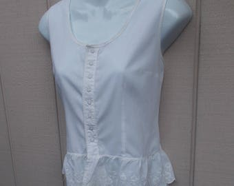 Vintage 80s White Cotton Prairie Peasant Blouse w/ Snap front closure / Victorian style chemise Top // Sz Med