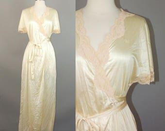 80s DVF Robe / Vtg Diane Von Furstenberg Ivory satin / lace nylon wrap nightgown Robe sz Small Petite