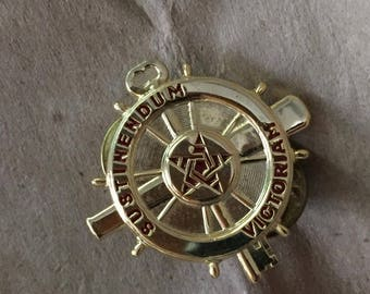 Vintage Army Logistics Branch Sustinendum Victoriam Pinback Pin
