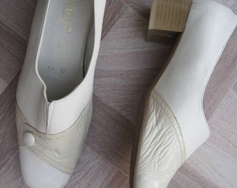 Dubarry 80's leather shoes, ladies shoes, cream leather shoes, low heel shoes.