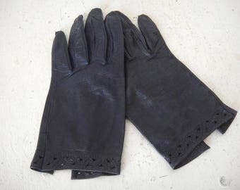 Vintage Women's Navy Blue Kid Leather Gloves, Eyelet Detail at the Wrist