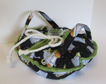 Casserole Carrier , Round or Square Dish , Kitchen, Collanders, Pots and Pans, Food Carrier , Insulated , Hot or Cold Foods , Bridal Gift
