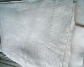 Vintage white damask tablecloth with poppy design - 102 x 68