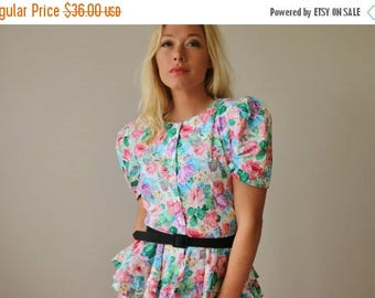 ON SALE 1980s JT Florals Dress >>> Small to Medium