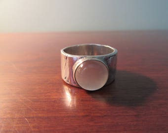 Beautiful .925 sterling silver ring with round moonstone- size 8- very nice condition