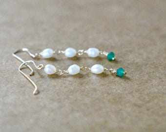 freshwater pearl dangle earrings.  fresh water oval pearls with green onyx gemstone.  pearl and gemstone earrings. green and white earrings