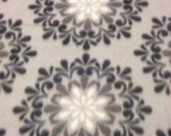 RaToob, Black Gray and White Flowerbursts on Light Gray