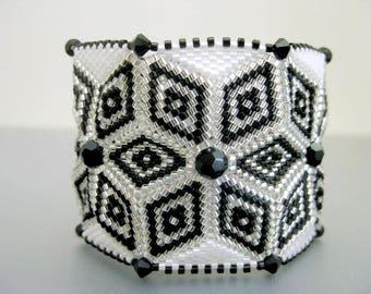 Peyote Bracelet / Wide Peyote Bracelet / Herringbone Bracelet / Beaded Bracelet in Black, White and Silver / Seed Bead Bracelet / Beadwork